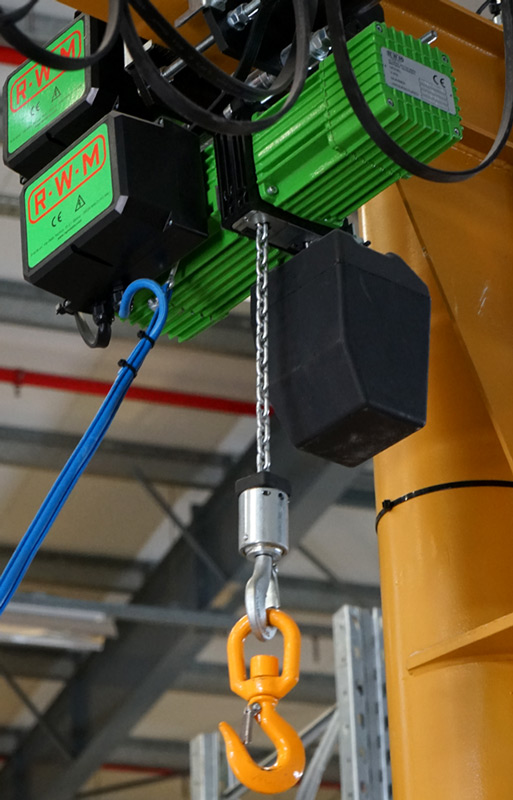 Wciągarka łańcuchowa elektryczna zamontowana na belce